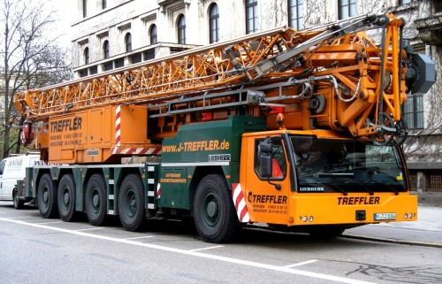 Liebherr_mobile_crane_in_Munich
