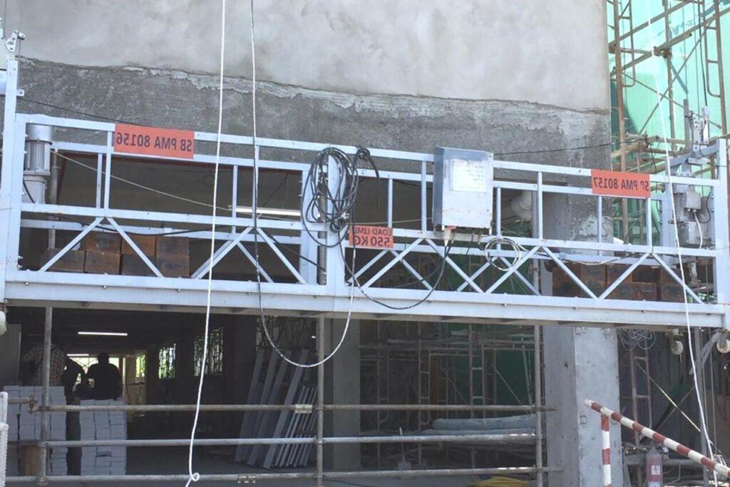 Podest ruchomy wiszący służy do ułatwiania dostępu podczas wykonywania prac na elewacjach budynków